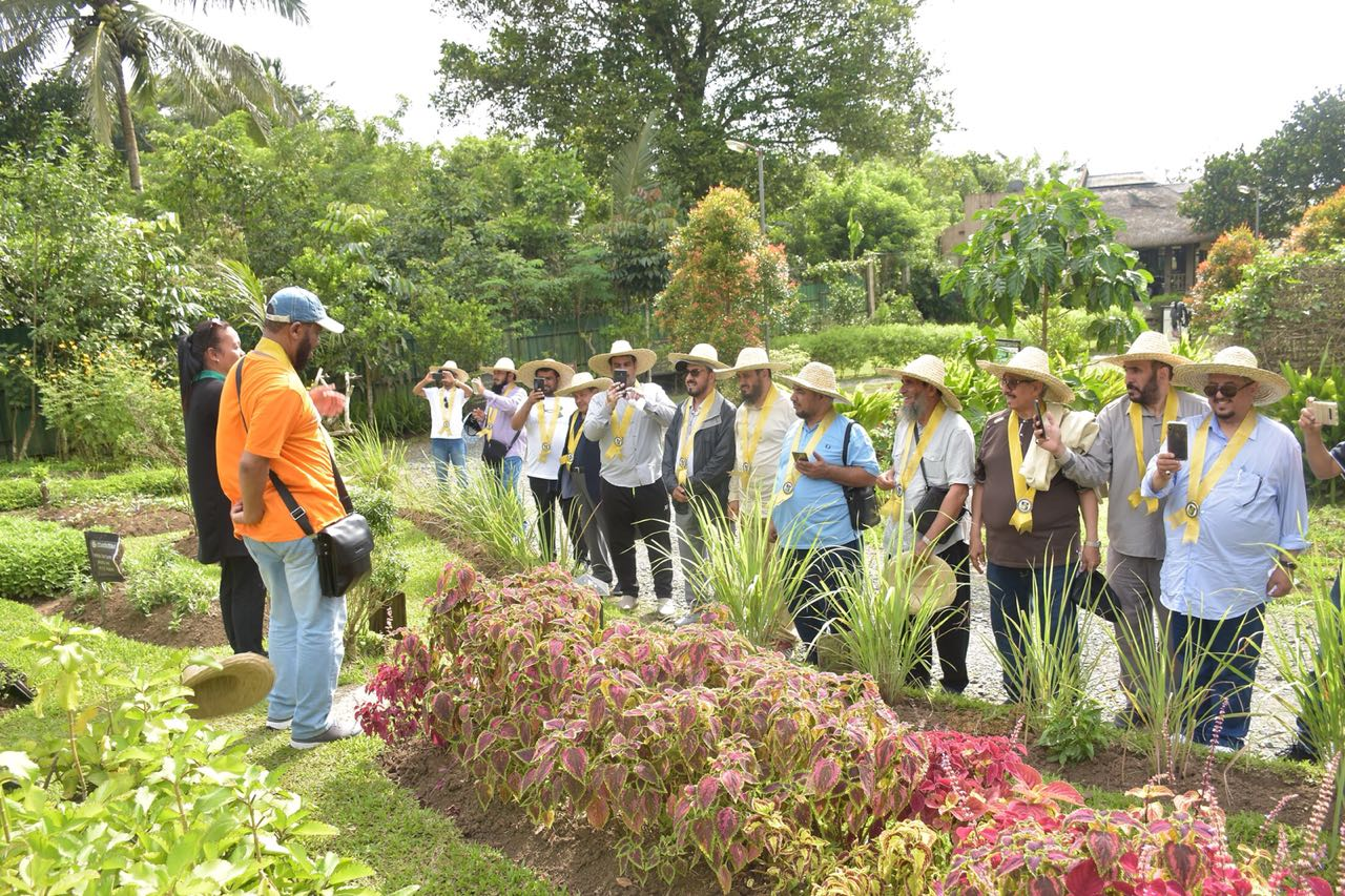 "Farmers Complete ""Agricultural and Rural Tourism Industry"" Program"